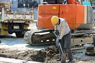 一般住宅のお客様からブロック工事、門扉工事、堀車庫、車庫、土留め工事、コンクリート打工事